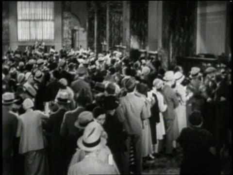 crowd rushes into a bank during a panic. - 1933年点の映像素材/bロール