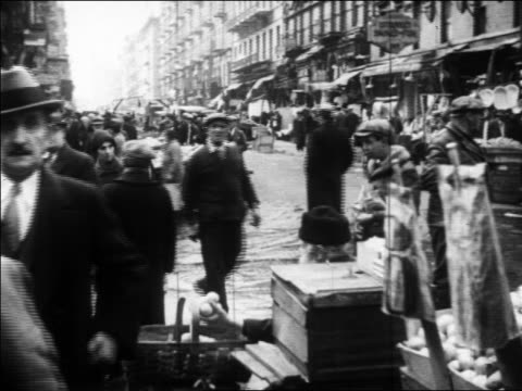 b/w 1930 crowd shopping at outdoor market on city street / new york city / newsreel - anno 1930 video stock e b–roll