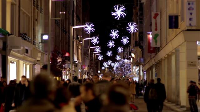 Foule de boutiques avant Noël