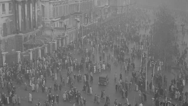 a crowd surges through hyde park following the funeral procession of king george v. - british royalty stock videos & royalty-free footage