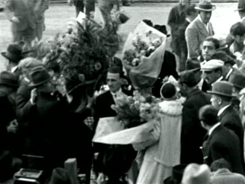crowd surrounding tennis pro suzanne lenglen with flowers / france / documentary - 1926年点の映像素材/bロール