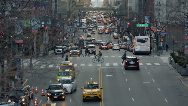 crowd traffic 42nd street new york manhattan - taxi stock videos & royalty-free footage