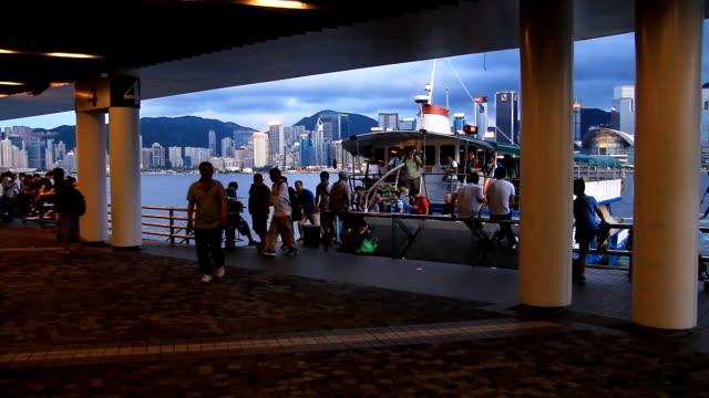 menschenmenge traveler - insel hong kong island stock-videos und b-roll-filmmaterial