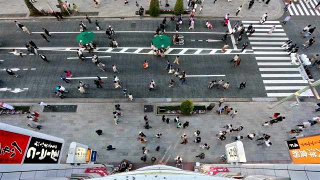 crowd walking in ginza street in tokyo - draufsicht stock-videos und b-roll-filmmaterial