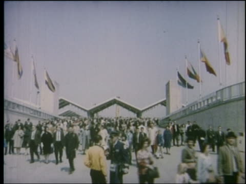 1964 crowd walking thru entrance of ny world's fair - weltausstellung in new york stock-videos und b-roll-filmmaterial