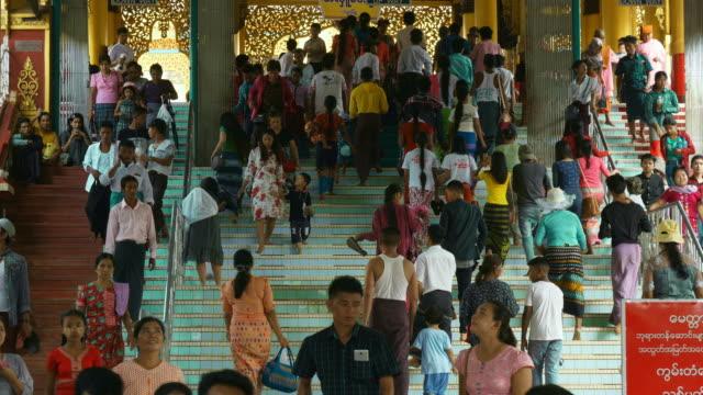群衆の歩行 - ミャンマー点の映像素材/bロール