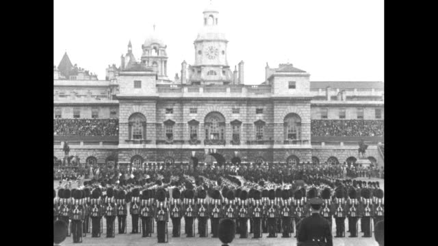 crowd watches royal procession prior to trooping the colour ceremony / foot guards parade past victoria memorial / female members of royal family... - ヨーク公爵夫人点の映像素材/bロール