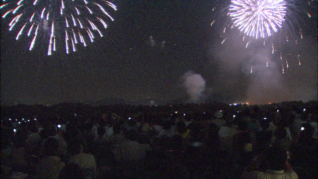 crowd watching fireworks display, japan - firework display点の映像素材/bロール