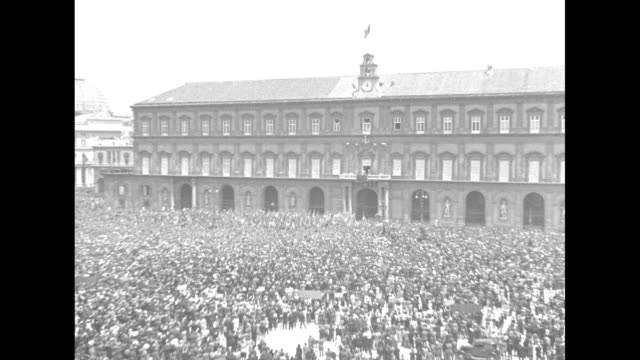 crowd waves handkerchiefs at the royal palace of naples from the piazza del plebiscito / closer view of prince humbert and king victor emmanuel iii... - プレビシート広場点の映像素材/bロール