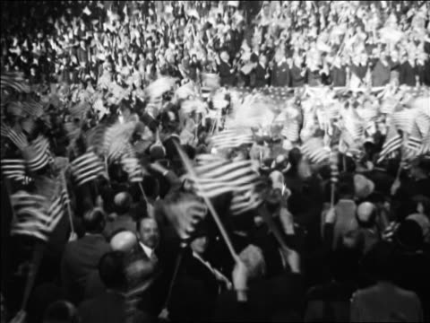 vídeos y material grabado en eventos de stock de crowd waving us flags at republican national convention / kansas city / newsreel - 1928