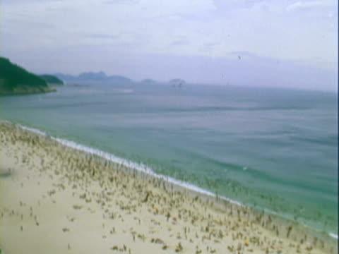 pan crowded beach / rio de janeiro, brazil - anno 1967 video stock e b–roll