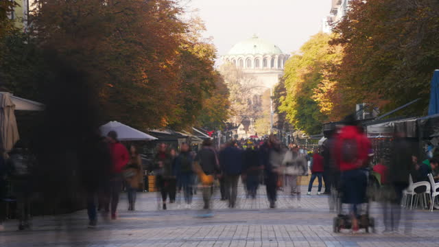 crowded boulevard time lapse - viale video stock e b–roll