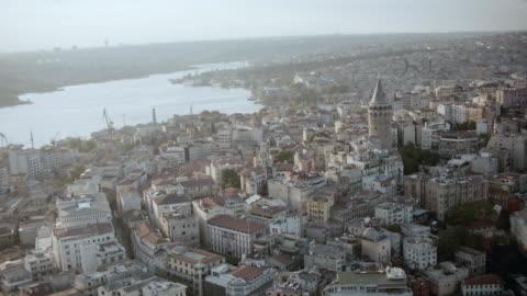 stockvideo's en b-roll-footage met aerial crowded cityscape overlooking the bosphorus strait / istanbul, turkey - istanboel