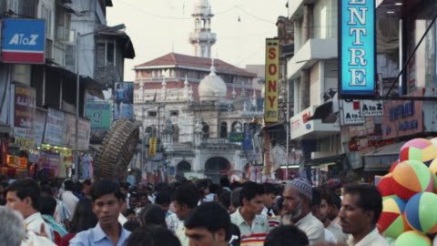 slo mo ms crowded crawford market with mosque in background / mumbai, india - mosque stock videos & royalty-free footage