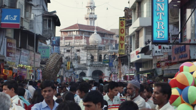 slo mo ms crowded crawford market with mosque in background / mumbai, india - india stock videos & royalty-free footage