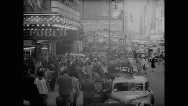 1948 crowded daytime times square, nyc - 1948 stock-videos und b-roll-filmmaterial