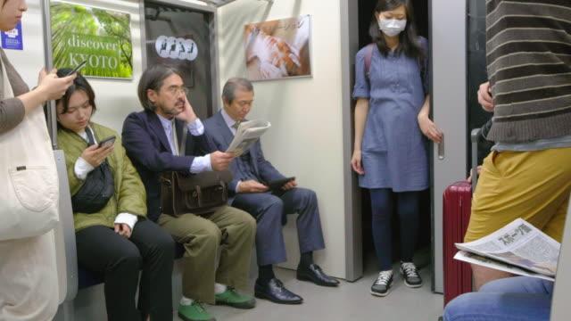 混雑した日本の地下鉄列車 - 鉄道点の映像素材/bロール