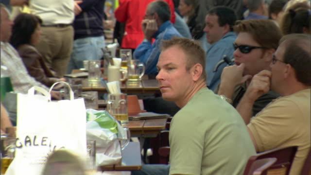 CU ZO WS Crowded outdoor cafe on Marienplatz / Munich, Bavaria, Germany