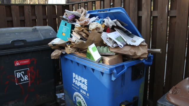 crowded paper container in a residential complex in berlin-zehlendorf. due to the closed shops, more and more citizens order online on april 05, 2020... - box container video stock e b–roll