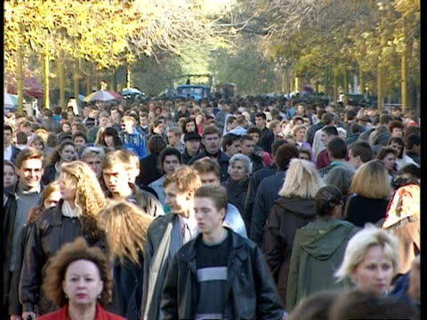 ms crowded pedestrian street with sun shining, moscow - pedestrian stock videos and b-roll footage