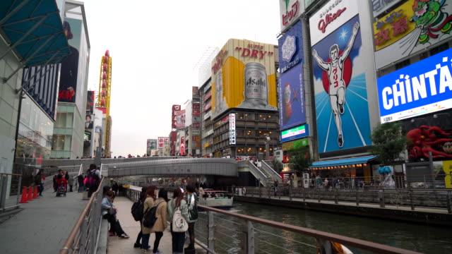 大阪市場街の混雑した人々