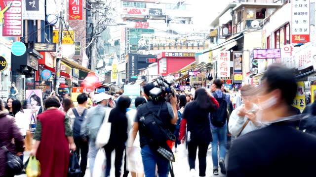 stockvideo's en b-roll-footage met druk van de mensen op straat in tokyo.timelapse business - korea