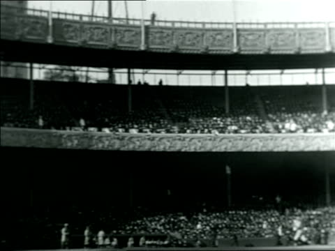 pan crowded polo grounds stadium / documentary - anno 1921 video stock e b–roll