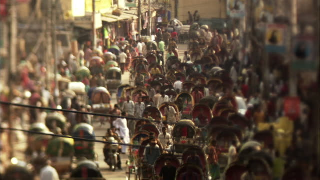 ms, ha, selective focus, crowded rickshaw traffic on street , dhaka, bangladesh - dhaka stock-videos und b-roll-filmmaterial