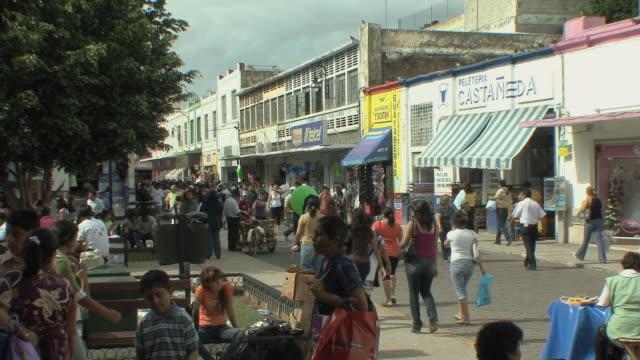 ws crowded shopping street / merida, yucatan, mexico - mexico stock videos & royalty-free footage