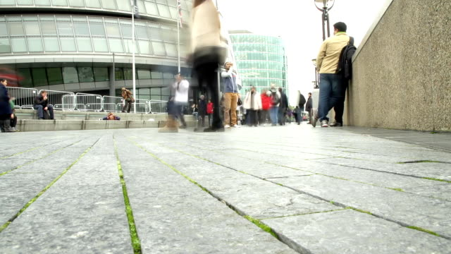 HD TIME-LAPSE: Crowded South Bank Of The River Thames