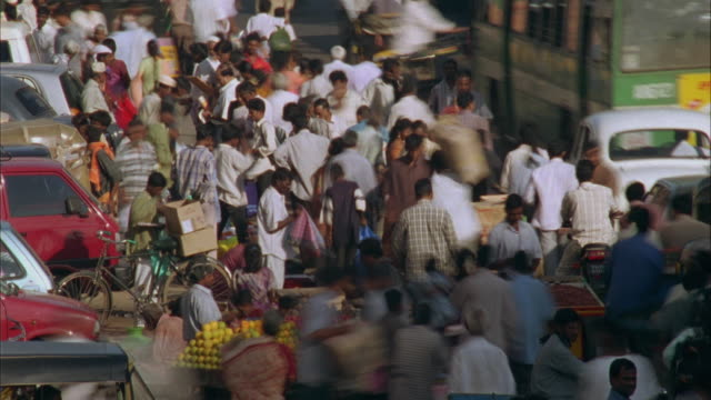 t/l, ms, ha, crowded street market, madras, india - pavement stock videos & royalty-free footage