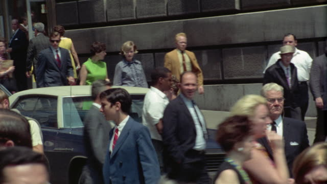 1969 ms pan crowded street scene, new york city, new york, usa - anno 1969 video stock e b–roll