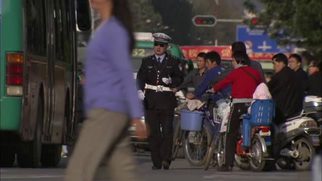 ms selective focus crowded street scene with traffic cop, tibet, china - untersuchen stock-videos und b-roll-filmmaterial