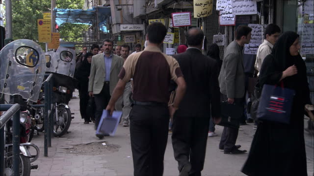 ms crowded street, tehran, iran - teheran video stock e b–roll