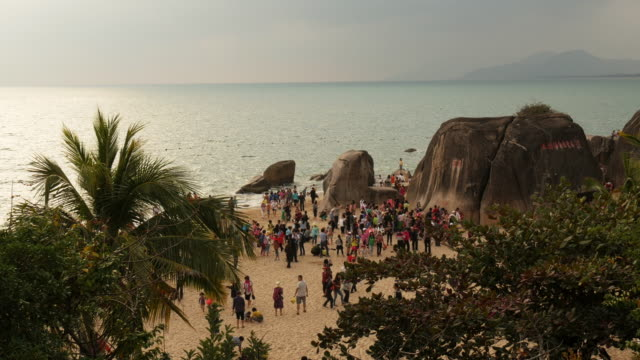 crowded tourist attraction end of the world (tian ya hai jiao) 天涯海角 in sanya,  hainan province, china. view from above - spoonfilm stock-videos und b-roll-filmmaterial