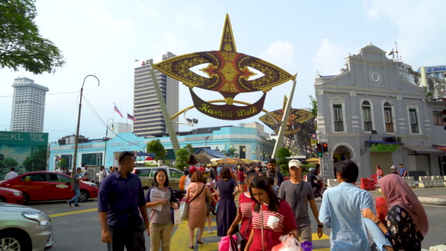 crowded tourist cross city crossroad - mar stock videos & royalty-free footage