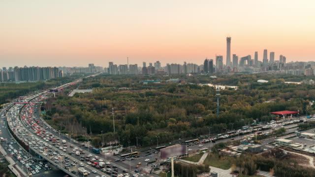 T/L Topf voll Verkehr Skyline / Peking, China
