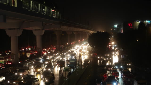 Crowded traffic street during the evening rush hour in Gurgaon, Delhi NCR along the elevated Delhi Metro yellow line