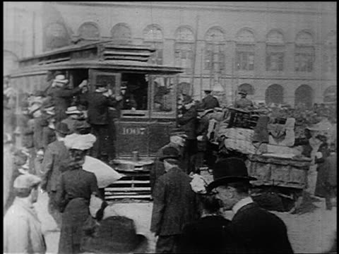b/w 1906 crowded trolley on busy san francisco street with people walking wagons - 1906 stock-videos und b-roll-filmmaterial