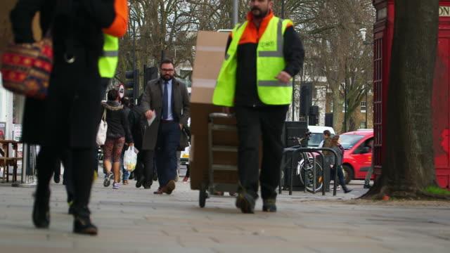 ms selective focus crowded upper street / islington, london, england, united kingdom - 引く点の映像素材/bロール