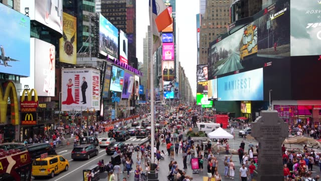 ws crowds and busy traffic in times square / new york city, usa - manhattan new york city stock videos & royalty-free footage