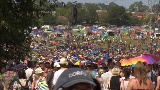 crowds at a hot and sunny glastonbury music festival, somerset - concert stock videos & royalty-free footage