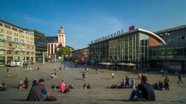 menschenmassen in der kölner innenstadt - 4k zeitraffer - städtischer platz stock-videos und b-roll-filmmaterial