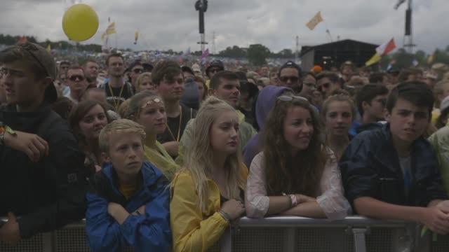 crowds at glastonbury festival - general views at glastonbury festival site on june 27, 2014 in glastonbury, england. - festival goer stock videos & royalty-free footage