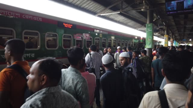 crowds at the airport railway station leaving for the upcoming festival eid al-adha on august 08, 2019. - bahnreisender stock-videos und b-roll-filmmaterial
