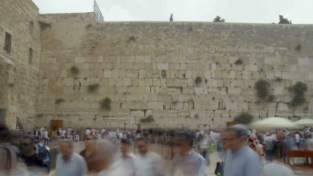 t/l ws crowds at wailing wall / jerusalem, israel - jerusalem stock videos & royalty-free footage