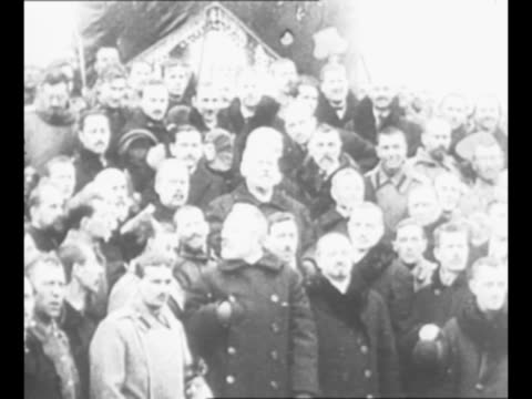 crowds cheer in streets of petrograd / members of russian duma who have formed first provisional government after the abdication of nicholas ii / cu... - execution bildbanksvideor och videomaterial från bakom kulisserna