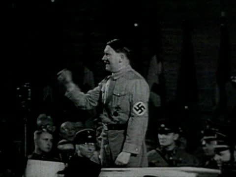 vídeos de stock, filmes e b-roll de crowds doing nazi salute, adolf hitler making speech audio / berlin, germany - adolf hitler