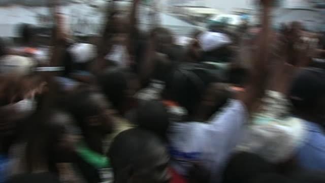 vídeos de stock e filmes b-roll de crowds gather during aftermath of earthquake in haiti - hispaniola
