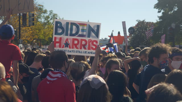 crowds gather in front of the white house to celebrate the announcement that former vice president, democratic candidate joe biden will be the 46th... - sign stock videos & royalty-free footage